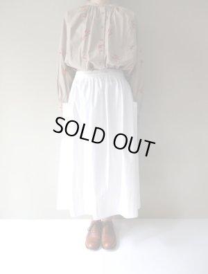 画像1: atelier naruse コットンパッチポケットスカート オフホワイト